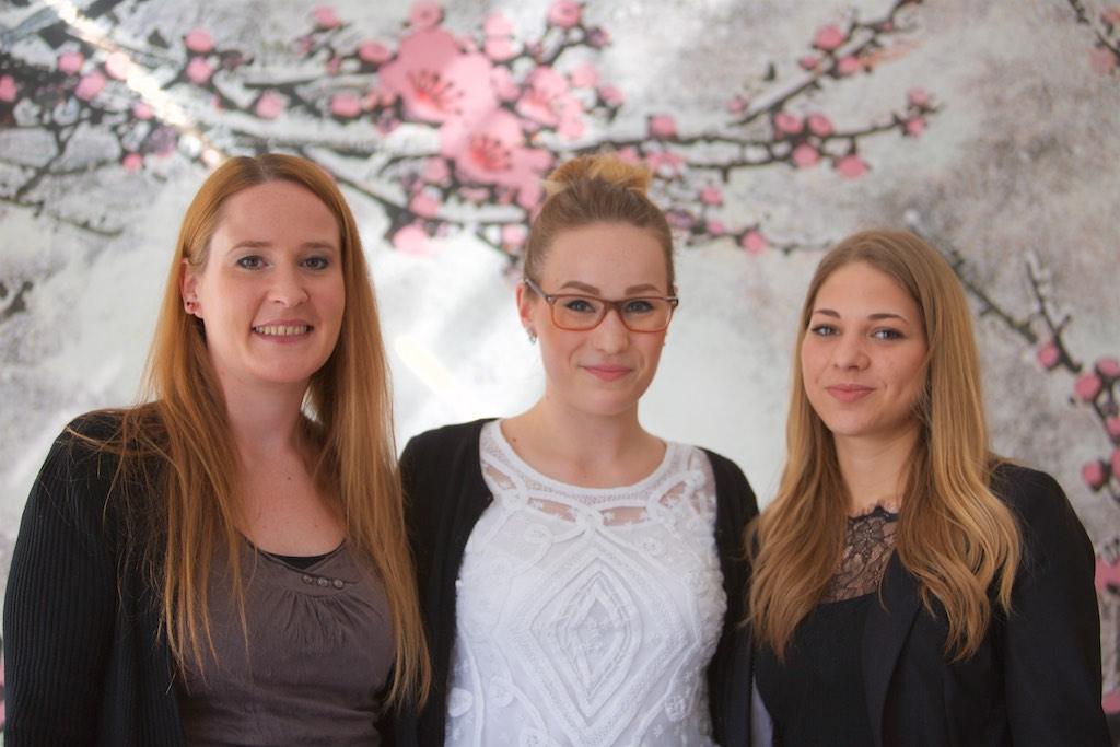 Drei unserer jungen Steuerfachangestellten: Fr. Gleber, Fr. Henninger, Fr. Grebner